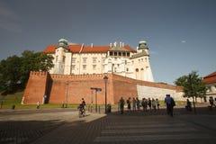 Wawel Castle πίσω από τις έπαλξεις Πολωνία, στις 17 Ιουνίου 2016 Στοκ εικόνα με δικαίωμα ελεύθερης χρήσης