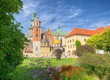 Wawel domkyrka av Wawel den kungliga slotten, Krakow, Polen Arkivfoto