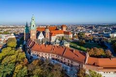 Wawel domkyrka i Krakow, Polen i nedgång Flyg- sikt i nedgång I Royaltyfri Foto