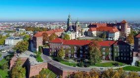 Wawel domkyrka och slott i Krakow, Polen flyg- sikt stock video