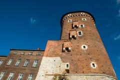 wawel för slottkrakow kunglig person Torn som föreställas i solig dag arkivbilder