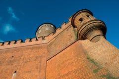 wawel för slottkrakow kunglig person Torn som föreställas i solig dag royaltyfri fotografi