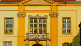 Wawel grodowy sławny punkt zwrotny w Krakow Polska Malowniczy krajobraz na brzegowym rzecznym Wisla Jesień zmierzch z białym nieb obraz stock