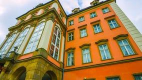 Wawel grodowy sławny punkt zwrotny w Krakow Polska Malowniczy krajobraz na brzegowym rzecznym Wisla Jesień zmierzch z białym nieb obraz royalty free