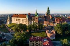Wawel katedra w Krakow i kasztel, Polska Widok z lotu ptaka przy słońcem Fotografia Stock