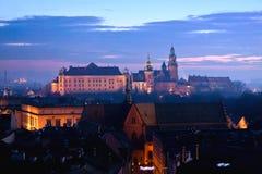 Wawel kulle med slotten i Krakow Arkivfoto