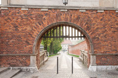 Wawel kunglig slottingång i morgonen arkivbild