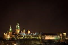 Wawel slott vid natt. Krakow Polen. arkivfoto