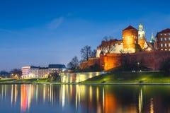 Wawel-Schloss am Abend in Krakau mit Reflexion im Fluss, Polen Lizenzfreie Stockfotografie