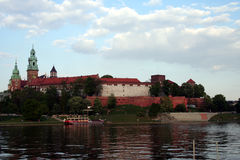 Wawel Schloss auf Vistula Lizenzfreie Stockfotos