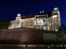 Wawel Schloss bis zum Nacht stockbilder