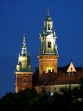 Wawel Schloss bis zum Nacht lizenzfreie stockfotografie