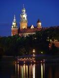 Wawel Schloss bis zum Nacht stockbild