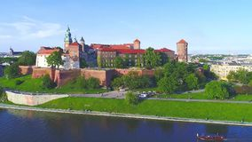 Wawel Schloss, Krakau, Polen Luftpanorama stock footage