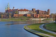 Wawel Schloss und Vistula-Fluss Lizenzfreie Stockfotos