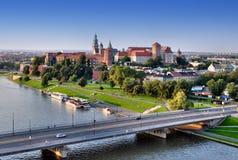 Wawel slott, Vistula River i Krakow, Polen Arkivfoto