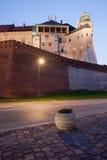 Wawelkasteel bij Schemer in Krakau Stock Afbeeldingen