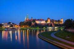 Wawelkasteel bij Schemer in Krakau stock fotografie