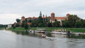 Wawelkasteel en Vistula-rivier in Krakau, Polen Stock Foto