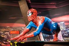 Waxwork av spidermanen på skärm på madamen Tussauds Arkivfoto