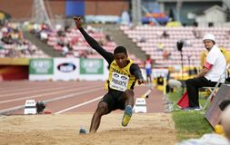 WAYNE PINNOCK de la medalla de bronce del triunfo de Jamaica en el final del salto de longitud en los campeonatos del mundo U20 d imágenes de archivo libres de regalías
