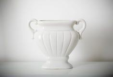 waza na białej półce Fotografia Royalty Free