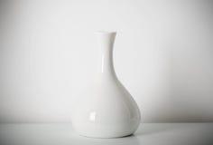 waza na białej półce Zdjęcie Stock