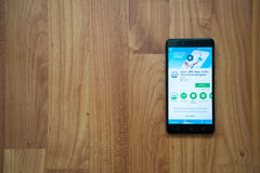 Waze en smartphone Imagen de archivo libre de regalías