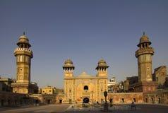 Wazir Khan Mosque door schemer stock foto