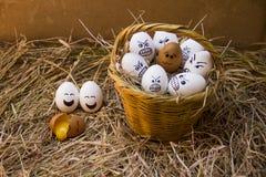 Wciąż żyć jajka z emocją kosz obraz stock