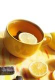 Żółty kubek herbata Fotografia Stock