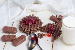 Wciąż życie - czekoladowi opłatki fotografia stock