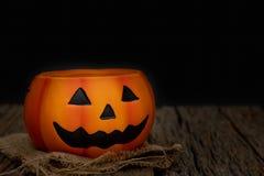 Wciąż życie Halloweenowa bania na czarnym tle ciemny Halloween zdjęcie royalty free