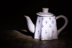 Wciąż życie klasyczny ceramiczny czajnik Zdjęcie Stock