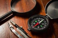 Wciąż życie kompas z magnifier Obrazy Royalty Free
