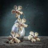 Wciąż życie kwiatu kosz Zdjęcie Royalty Free