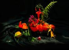 Wciąż życie z bukietem dzicy kwiaty Obraz Stock