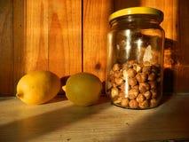 Wciąż życie z cytrynami i hazelnuts zdjęcie royalty free