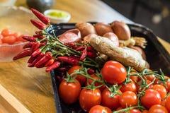 Wciąż życie z czerwonymi warzywami Zdjęcia Royalty Free