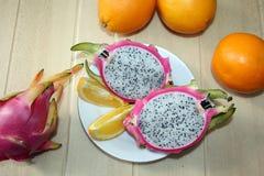 Wciąż życie z pomarańczami, dragonfruit Zdjęcie Stock
