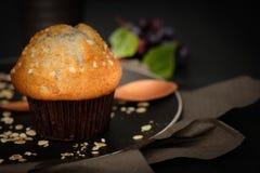 Wciąż projektują życie czarnej jagody muffins w wieśniaku Obrazy Stock