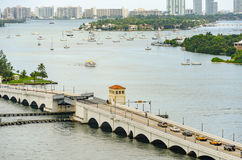 Wciągany most i linia horyzontu Miami południe Wyrzucać na brzeg obrazy stock