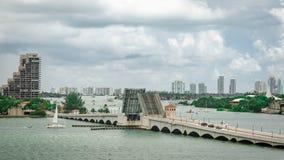 Wciągany most i linia horyzontu Miami południe Wyrzucać na brzeg obraz royalty free