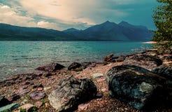 wcześniej brzegu jeziora rano lato obrazy stock