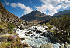 wcześniej robił halnemu jesieni zdjęcie biegunowemu strumieniowi góry obrazy stock