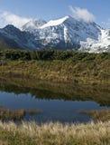 Wczesna halna zima z śniegi zakrywającymi szczytami Obrazy Stock