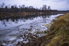Wczesna jesień na rzece Zdjęcia Royalty Free