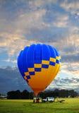 Wczesnego poranku balonowy lot zdjęcia stock
