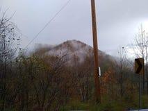 Wczesnego poranku okręgu administracyjnego Kentucky gliniane góry po deszczu fotografia royalty free