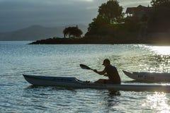 Wczesnego poranku paddle z dennym kajakiem Obraz Royalty Free